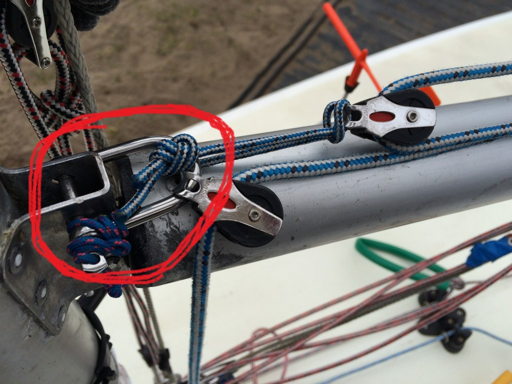 shackle adds the outhaul to the mast