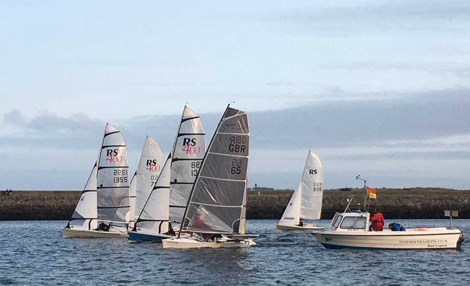 rs400s sailing at tynemouth